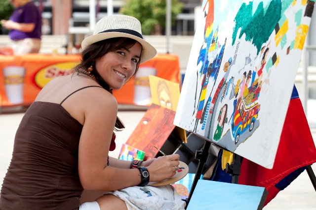 Artist Angélica Avendaño at work in the Plaza